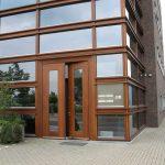 Entree bedrijfsverzamelgebouw aan het Capitool 50 in Enschede