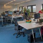 Kantoorruimte Bedrijfsverzamelgebouw Capitool 50 In Enschede mensen aan het werk.